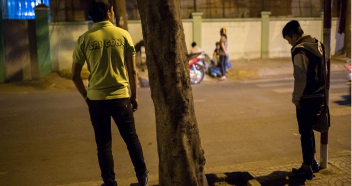 """आधी रात को लगती है आपके शहर में भी """"मर्दों की मंडी"""", सच्चाई जानकर हैरान रह जायेंगे"""