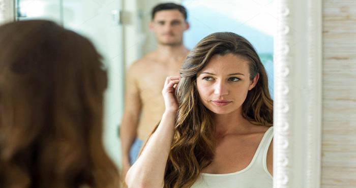 महिलाओं को अपने पार्टनर से ये 4 सवाल पूछने में आती है शर्म, जानिए कौन से हैं वो सवाल?