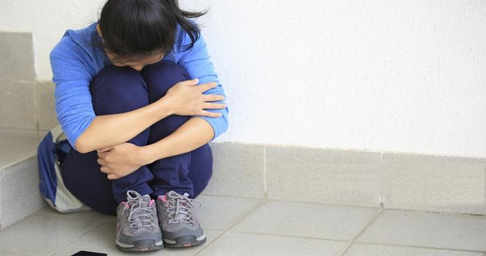 OMG: होमवर्क ना करने की मिली इतनी बड़ी सजा, टीचर ने 14 लड़कियों से करवाया…