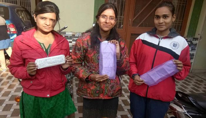 महिलाएं भेज रही हैं प्रधानमंत्री नरेंद्र मोदी को हज़ारों सेनेटरी नैपकीन, जानिए क्यों