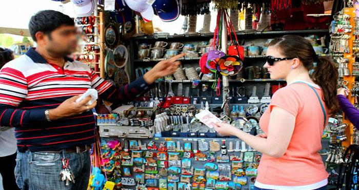 दुकानदार की छोटी सी गलती ने महिला को बनाया करोड़पति, रकम की राशि सुनकर आपके होश उड़ जाएंगे