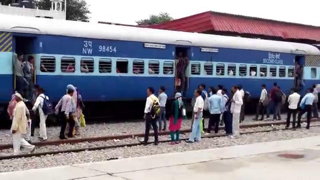 इस रेलवे स्टेशन पर 'प्लेटफार्म फिक्सिंग' के लिए विक्रेता रेलकर्मी को देते हैं घूस