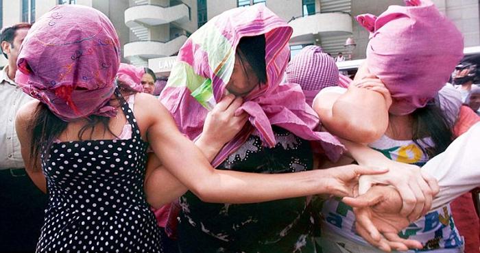 मसाज पार्लर की आड़ में चल रहा था देह व्यापार का धंधा, लड़कीयों का हाल देखकर पुलिस रह गई दंग