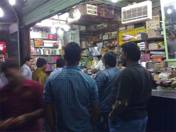 आखिर इस पान में ऐसा क्या खास है कि सुहागरात वाले हर रोज दुकान के सामने लगाते हैं भीड़, जानें