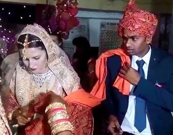Image result for रूस की लड़की को हुआ भारतीय लड़के से प्यार..भारत आकर हिंदू रीति रिवाजों से की शादी