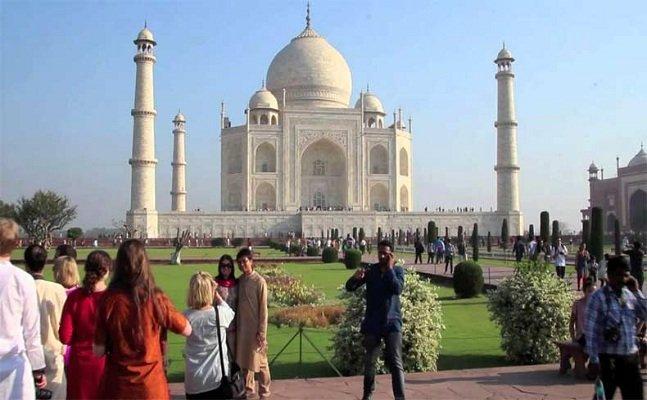 ताजमहल में अब सिर्फ तीन घंटे ही रूक सकेंगे टूरिस्ट, जानिये क्या है पूरा मामला?