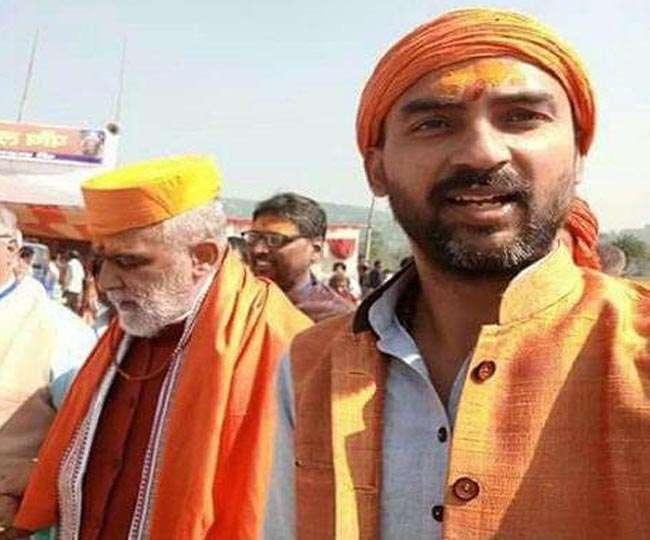 पुलिस ने किया अर्जित को अरेस्ट, समर्थको ने लगाएं जय श्री राम के नारे