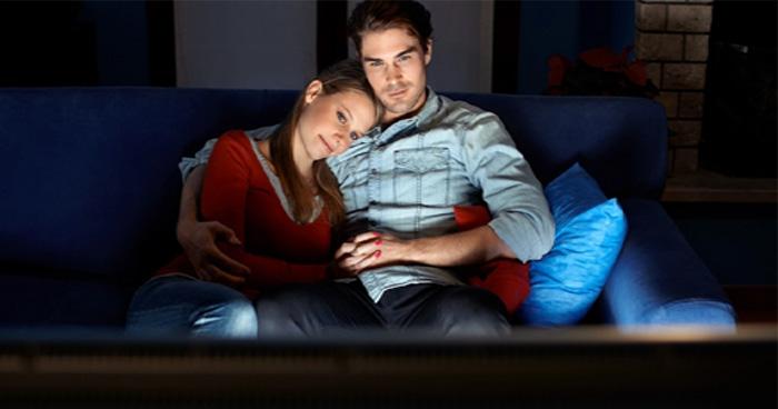 भूलकर भी अपनी गर्लफ्रेंड के साथ ना देखें इन फिल्मों को, वरना समझिए आपकी खैर नहीं