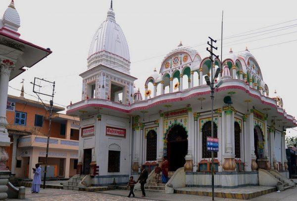 पूरे सावन महीने में इस जगह पर रहते हैं भगवान शिव, इस वजह से उन्होंने लिए था यह फ़ैसला