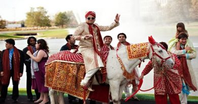 भारत की शादियों की ये हैं कुछ अनोखी रस्में, इस जगह टमाटर फेंक के करते हैं दूल्हे का स्वागत
