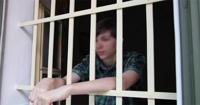 14 साल को बेटे को जेल भेजने के लिए मां ने खुद बुलाई पुलिस,जानें क्या था बेटे का कसूर