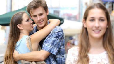 आपका ब्वायफ्रेंड आपसे ज्यादा कहीं आपकी बेस्ट फ्रेंड में तो इंटरेस्टेड नहीं....