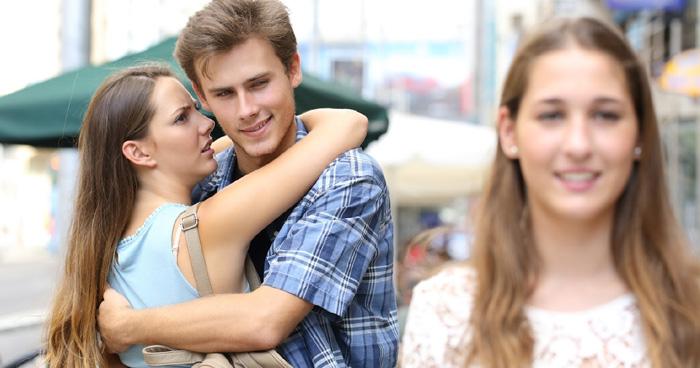 आपका ब्वायफ्रेंड आपसे ज्यादा कहीं आपकी बेस्ट फ्रेंड में तो इंटरेस्टेड नहीं….