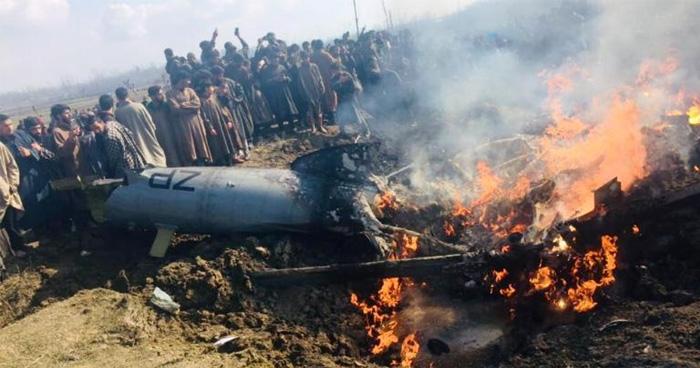 Photo of जम्मू कश्मीर के बडमान में क्रैश हुआ विमान, हादसे में दो लोगों की मौत