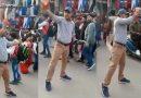 Viral Video!बीच सड़क पर खड़े होकर लगा रहा पाकिस्तान मुर्दाबाद के नारे, और बेच रहा है 3 जोड़ी जूते