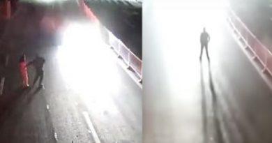 """नशे में एक पति ने अपनी पत्नी का बीच सड़क पर लिया """"लव टेस्ट"""", जिसने किया सबको हैरान- देखिये वीडियो"""