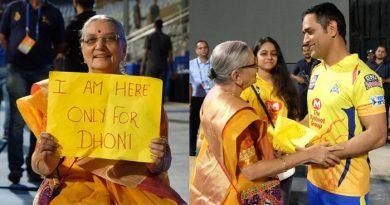 मैदान में तख्ती लेकर खड़ी 'दादी मां' से मिलने आएं धोनी, कहा- 'आपसे मिलकर बहुत खुशी हुई'