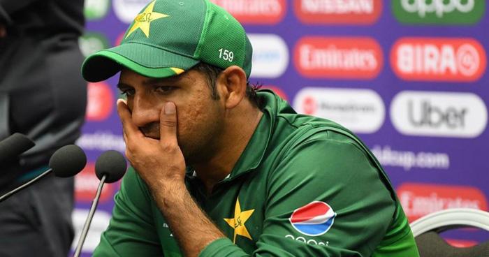 भारत से हार के बाद सरफराज ने पूरी टीम पर निकाला गुस्सा, कहा- 'मैं अकेला घर नहीं जाऊंगा'