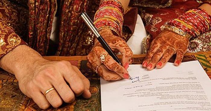 Photo of विवाह प्रमाणपत्र लेने पहुंचा व्यक्ति; कर्मचारियों ने दी दुबारा शादी करने की सलाह