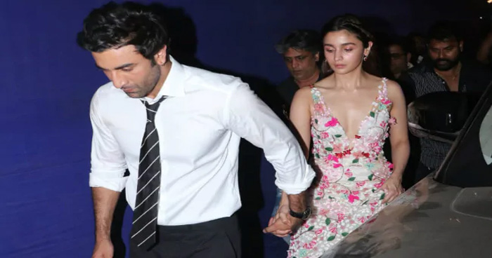Photo of साल 2020 में होगी आलिया-रणबीर की शादी, इस मशहूर डिजाइनर का लहंगा पहनेंगी चुलबुली गर्ल