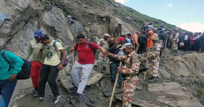 आतंकियों के निशाने पर अमरनाथ यात्रा, सरकार ने श्रद्धालुओं को कश्मीर घाटी छोड़ने का दिया फरमान