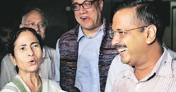 Photo of 'रानू मंडल' का गाना गाते हुए केजरीवाल और ममता बनर्जी क बने मिम्स, सोशल मीडिया पर छाया  वीडियो
