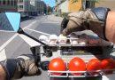 ट्रैफिक नियम तोड़ने वालो पर अंडे और टमाटर फेंकता हैं ये बंदा, देखे Video