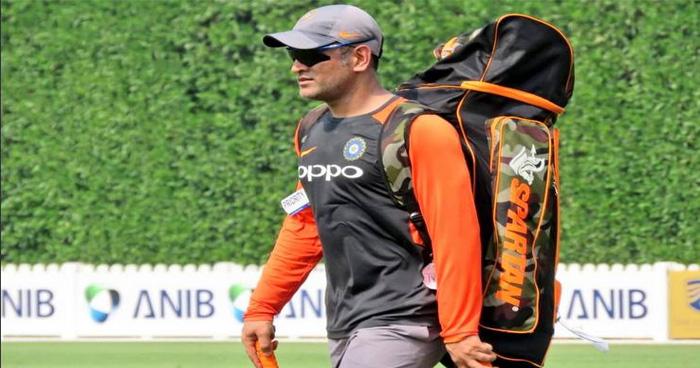 टीम इंडिया के पूर्व हेड कोच का बयान- 'टीम में धोनी की वापसी तय नहीं, विदाई के हकदार हैं माही'