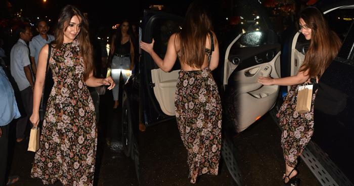 Photo of देर रात बैकलेस ड्रेस में 'बर्फी गर्ल' ने ढाया कहर, ब्रेकअप के बाद चेहरे पर दिखा ग्लो