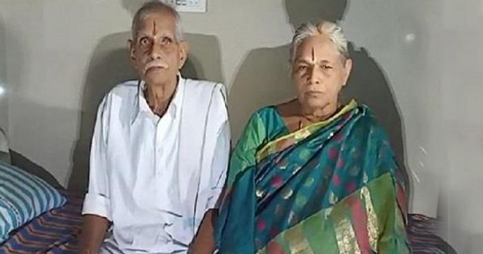Photo of शादी के 54 साल बाद इस दंपत्ति के घर गूंजी किलकारी, 74 साल की उम्र में मां बनी ये महिला