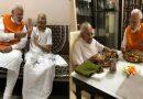 जन्मदिवस पर मोदी ने किया मां के साथ लंच, जानिए मां ने मोदी को क्या खिलाया