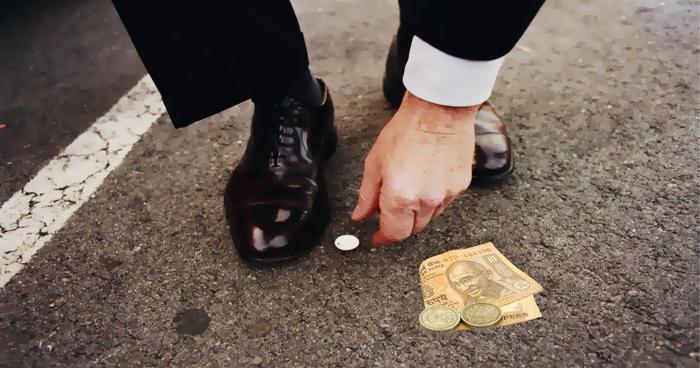 सड़क पर मिला पैसा देता है इन बातों का संकेत, सिक्का मिले तो समझिये भाग्यशाली हैं आप