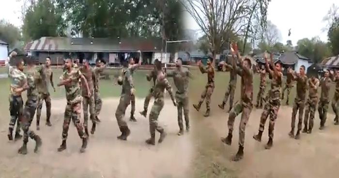Photo of भारतीय जवानों ने किया एक नंबर गरबा डांस, Video देख दिल खुश हो जाएगा