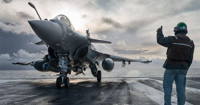 दुश्मन थर-थर कांपेगा: भारत को फ़्रांस से मिला राफेल, जाने कितना ताकतवर हैं ये लड़ाकू विमान