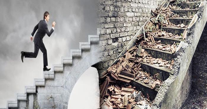 सफलता की सीढ़ी चढ़ने के लिए दें घर की सीढ़ियों पर ध्यान, होगी दिन दूनी रात चौगुनी तरक्की