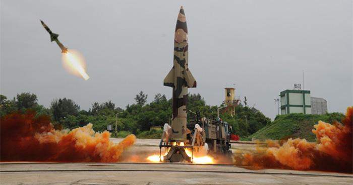 भारत में ही बनी पृथ्वी-2 मिसाईल का सफल परिक्षण, 1000KG युद्ध सामग्री उठा करती हैं 350KM तक वार