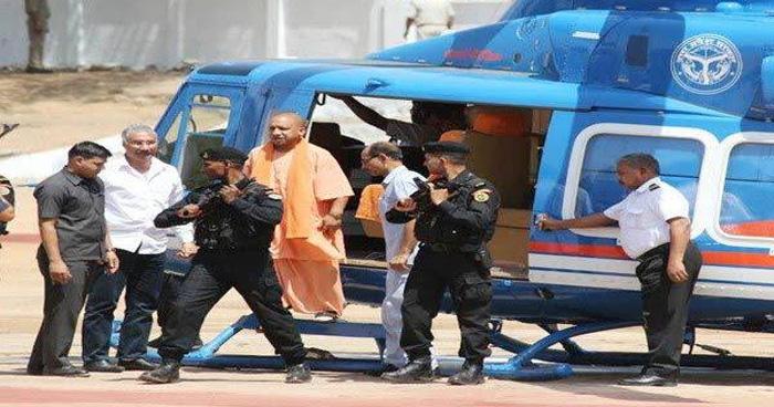 Photo of हेलीकॉप्टर पर बैठने जा रहे थे CM योगी, अचानक मुड़कर अधिकारियों पर हो गए नाराज, बोले-जल्दी आऊंगा