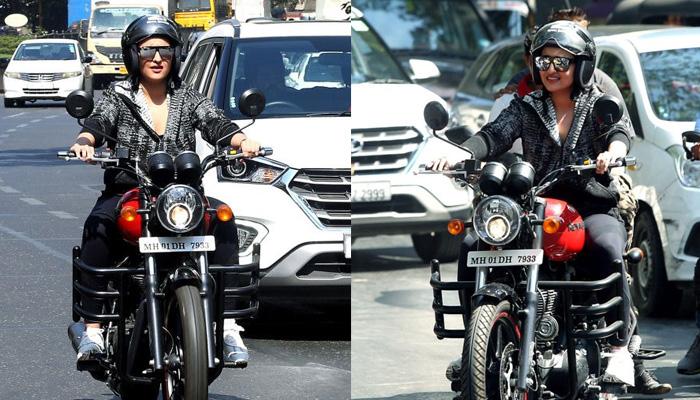 Photo of बीच सड़क पर बाइक भागती दिखीं सोनाक्षी सिन्हा, बोलीं-'अरे कोई तो गाड़ी….'