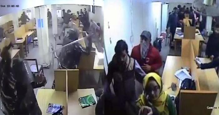 Photo of जामिया: हाथ में पत्थर और नकाब पहनें लाइब्रेरी में मौजूद थे दंगाई छात्र, पुलिस ने जारी की वीडियो