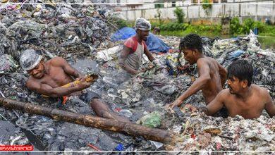 Photo of कोरोना में बेरोजगारी की मार: चंद पैसो के लिए दुनिया का सबसे खराब काम भी खुशी-खुशी कर रहे मजदूर