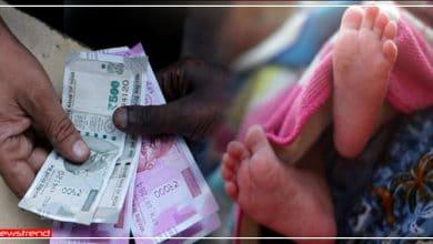Photo of आर्थिक तंगी के कारण 4 महीने की बच्ची को 45 हजार में बेच रहा था मजदूर, लेकिन पहुँच गयी पुलिस और.