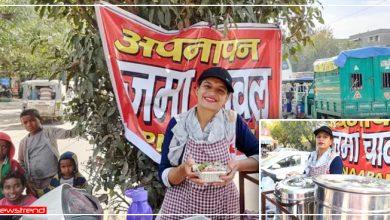 Photo of सरिता से मिलिए : 20 सालों से स्कूटी पर राजमा-चावल बेचती हैं और गरीबों को फ्री में देती हैं खाना