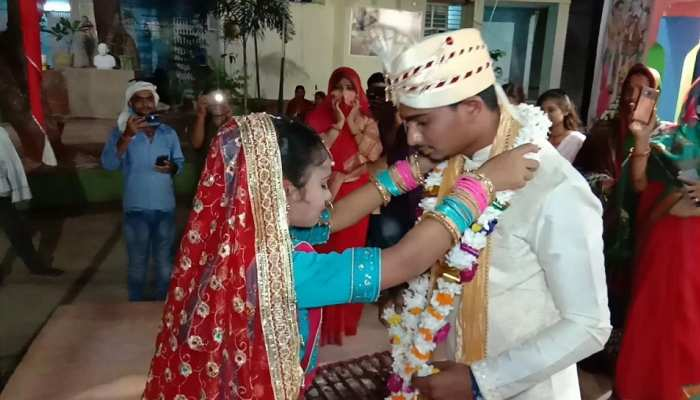 bihar-police-helped-couple-to-do-love-marriage-with-family-permission