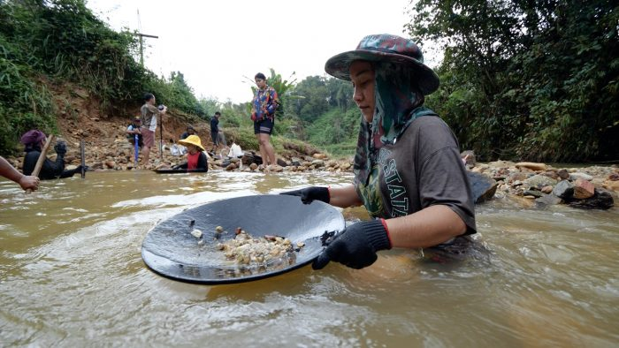 you-can-find-gold-in-thailand-gold-mountain-river