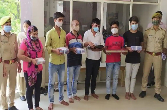 noida-police-busted-sex-racket-in-oyo-hotel