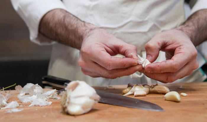 garlic eating