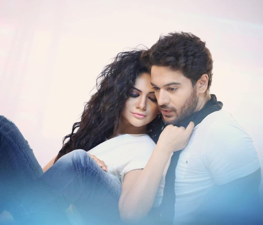 Gaurav Khanna And His Wife