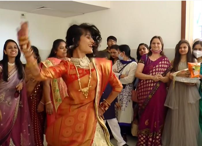 bhabhi-dances-on-her-devar-marriage