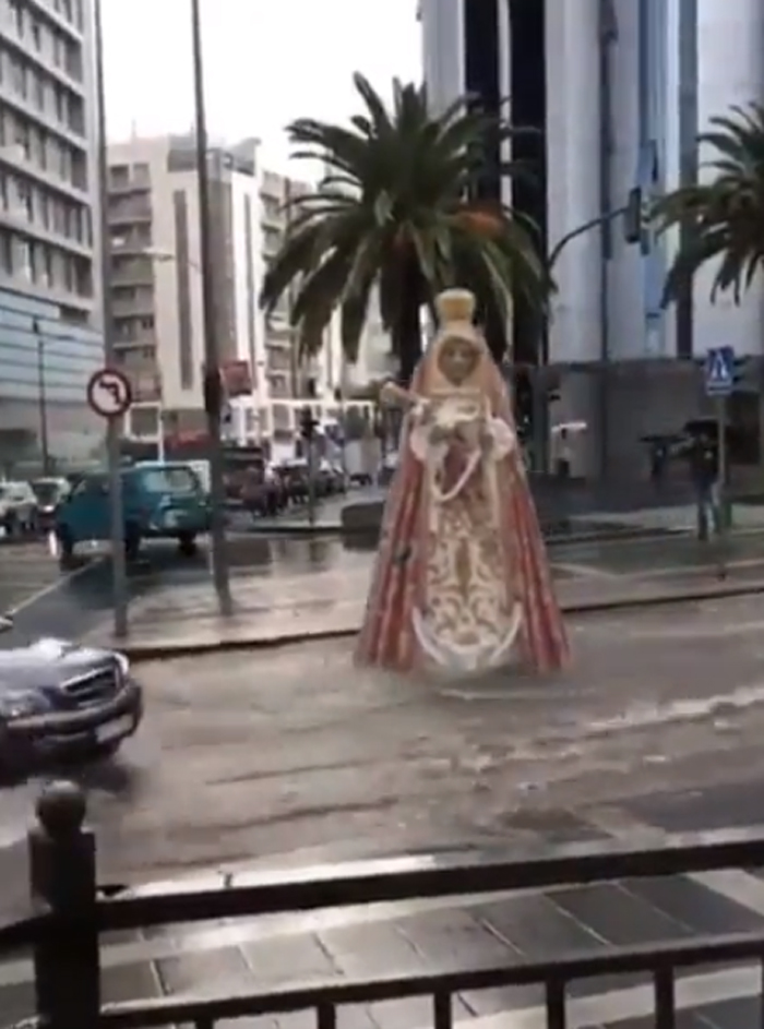 giant-statue-moves-on-road-people-called-its-miracle